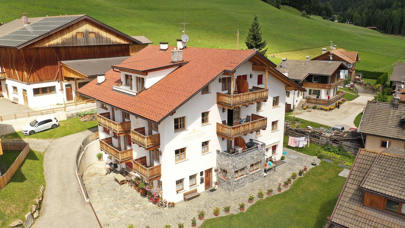 ferienwohnung-appartement-toblach-appartamento-dobbiaco-appartments-ansitz-steiner-s1